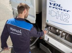 Copyright_Wystrach_Refueling_the_truck2.jpg